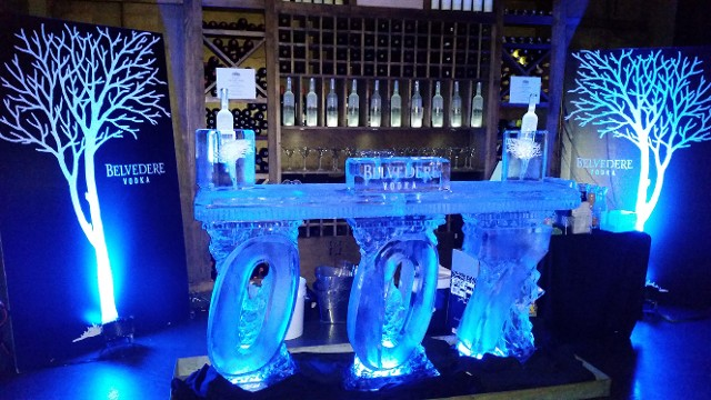 James Bond Free Standing Bar with Bottle Holders